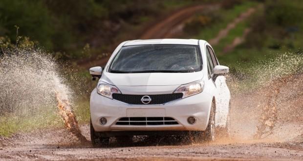 Nissan представиха новата хидрофобна боя против мръсотия