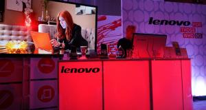 Lenovo купува Motorola