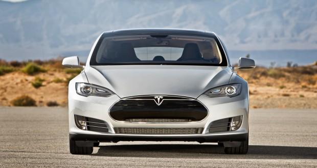 Запалването на автомобилите на Tesla е овладяно